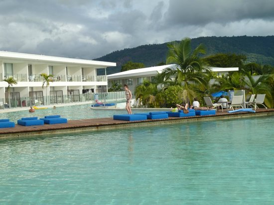 Pool Resort Port Douglas : View across from our apartment