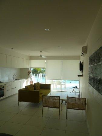 Pool Resort Port Douglas: Kitchen/living area