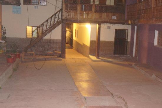 Casa Hospedaje Hatun Quilla: PATIO DE LA CASONA