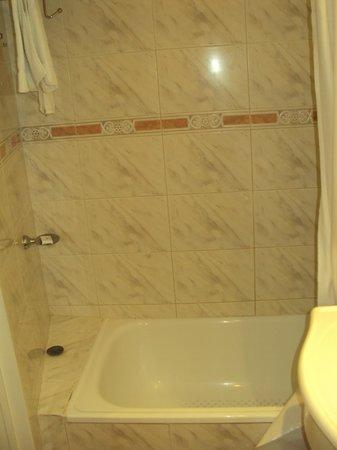 Reconquista Plaza: banheira