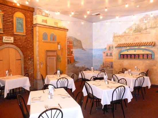 Cirinos At Main Street: Love the inside of Cirino's