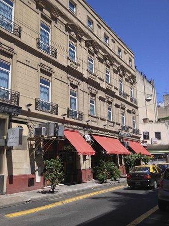 Europlaza Hotel & Suites: Restaurante Chiquilin divide o térreo com a recepção do hotel