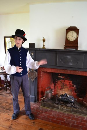 Laura Secord Homestead : Tour of the house