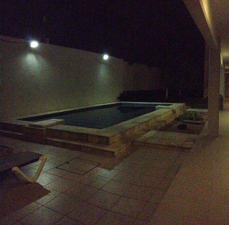 Hotel Noor: Vista del prime piso y la piscina