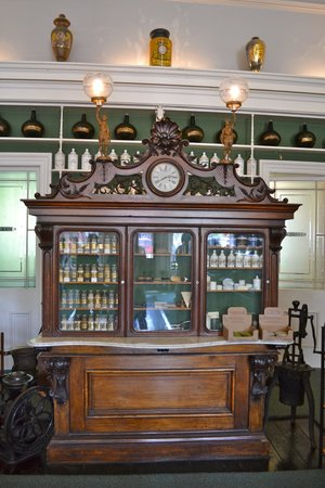 Niagara Apothecary Museum: Attractive medical chest