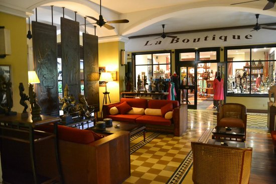 Victoria Angkor Resort & Spa: Lobby and gift shop