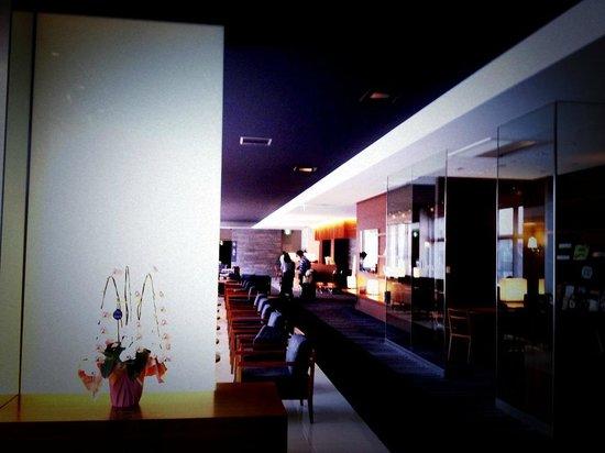 JR Kyushu Hotel Kagoshima : 落ち着いたフロント