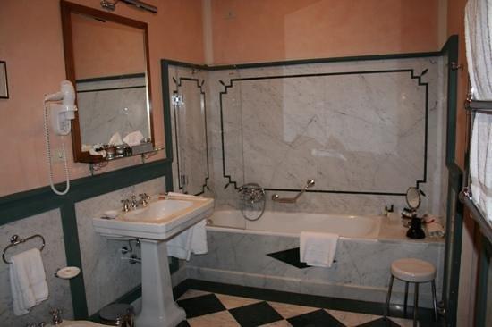 Palazzo Niccolini al Duomo: Bathroom for Honey Bear's Room