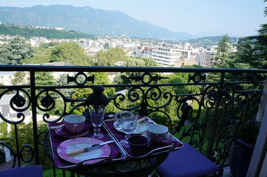 Un Balcon au Splendide : La vue au petit déjeuner / Breakfast with a view