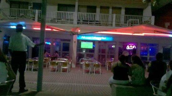 Portobelo Beach: ao lado do hotel, a noite
