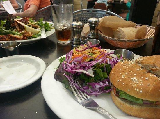 Sixth Street Bistro & Loft: Good fresh food excellently prepared!
