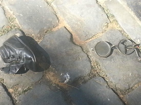 Oregon Holocaust Memorial: baby shoes and glasses