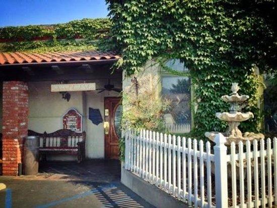 Familia Diaz: ~~Mi Casa Es Su Casa~~