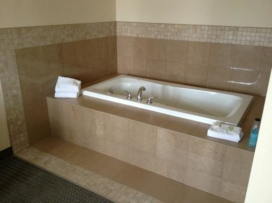 Staybridge Suites Guelph: jacuzzi
