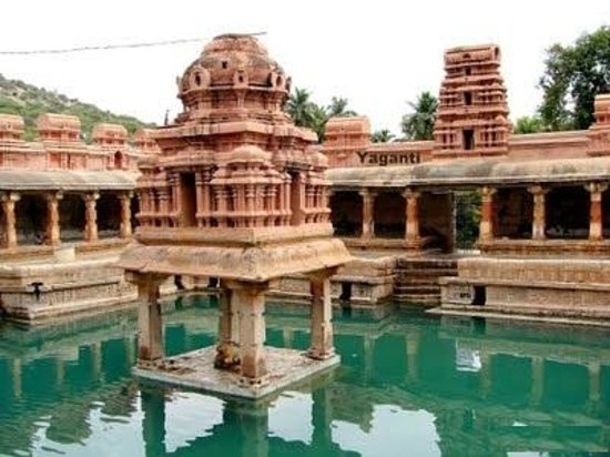 Kurnool, Hindistan: Phuskarini for holy baths