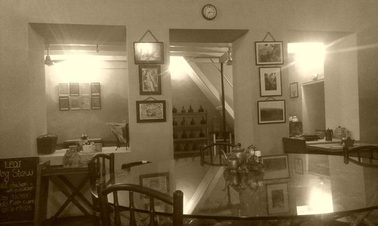 Teapot Cafe: A view of the inner room