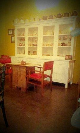 Teapot Cafe: Pots and pots of Teapots