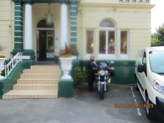 Annan Hotel: Perfect parking for the bike, ready for a nice day out