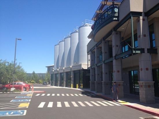Deschutes Brewery: Outside