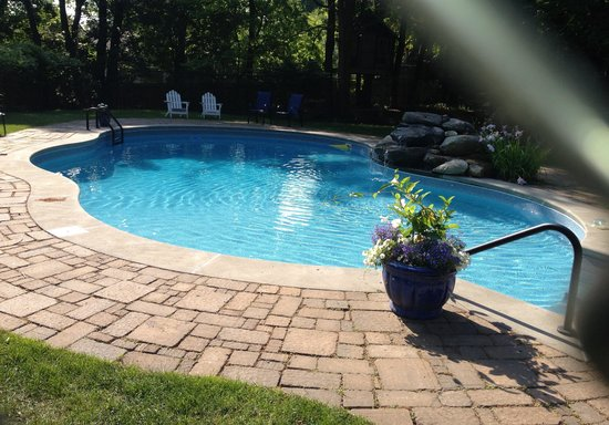 Hampton Terrace Inn: The heated pool behind Hampton Terrace