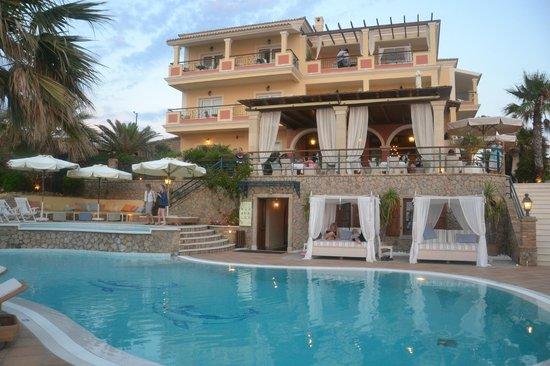 Delfino Blu Boutique Hotel: Blick vom Pool