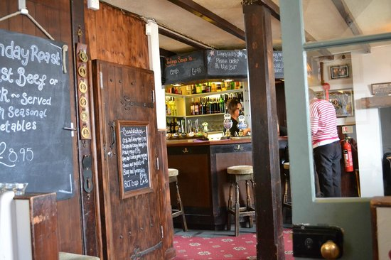 The Kings Arms : The bar