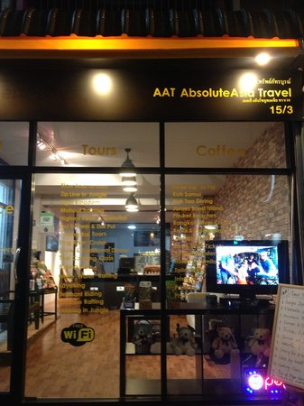 AbsoluteAsia Hostel: Front of Hostel