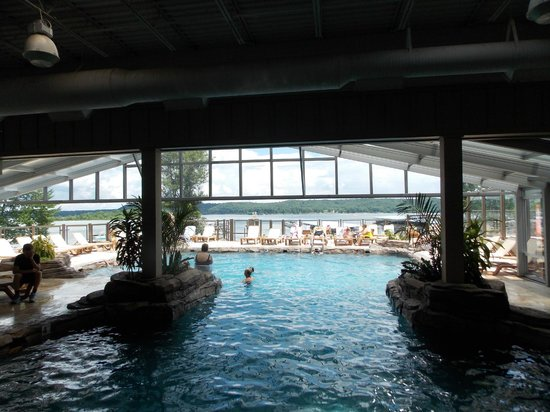 Fourwinds Lakeside Inn & Marina: looking out from the inside side of the pool area