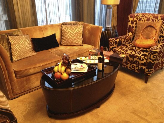 Sofitel Wanda Beijing : Junior suite living area