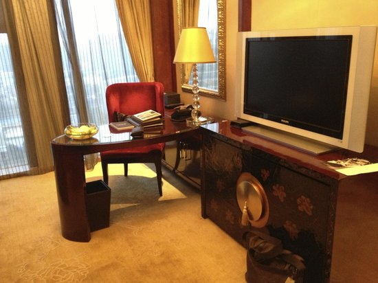 Sofitel Wanda Beijing: Junior suite workspace