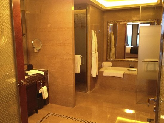 Sofitel Wanda Beijing : Junior suite bathroom