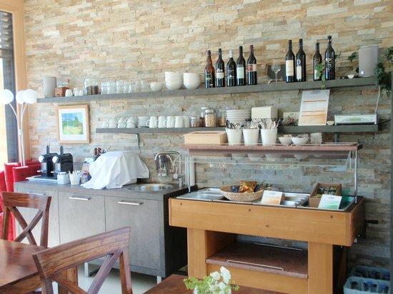 Winzerhotel Wurzenberg: Frühstücksbuffet und Getränkebar