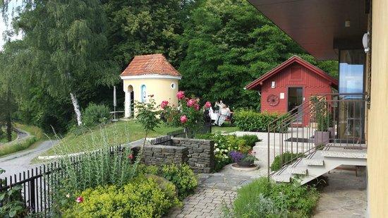 Wurzenberg Hotel: gepflegter Vorgarten