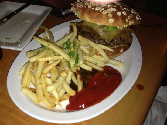 Encinitas Ale House: Santana Burger with cheese and poblano chile