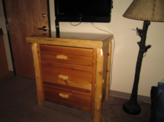 Quality Inn: Nightstand/lamp