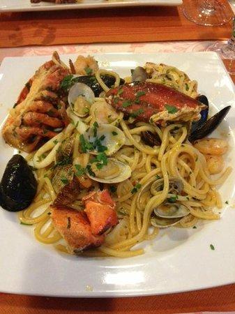 Capriccio: spaghetti ai frutti di mare (aragosta inclusa)