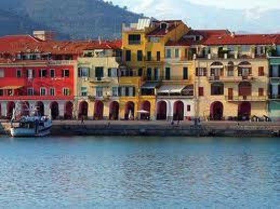 Ethnohotel B&B Villa Rosa dei Venti: Porto di Imperi Oneglia di Giorno