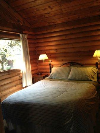 Spindrift Oceanfront Cottages : bedroom