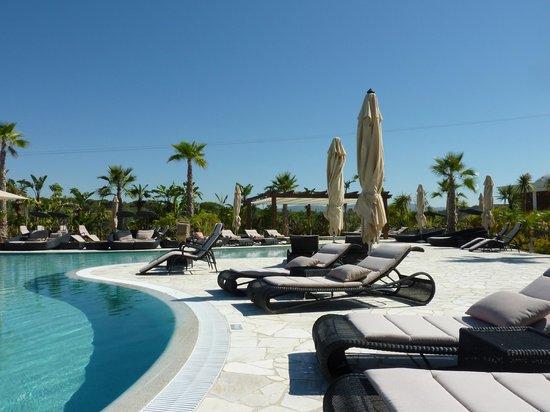 Conrad Algarve: The Lower pool
