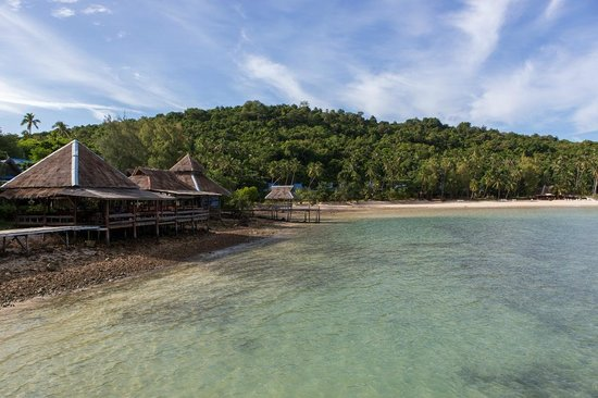 Koh Talu Island Resort: The resort and the beach