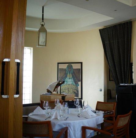 COSMOPOLITAN RESTAURANT : Salle du restaurant à l'étage