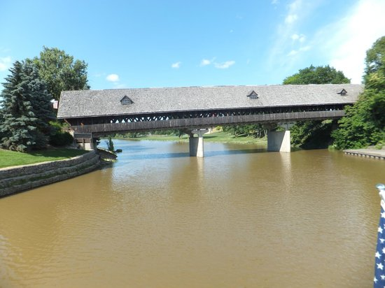 Bavarian Inn Lodge: Covered Bridge which we needed to cross