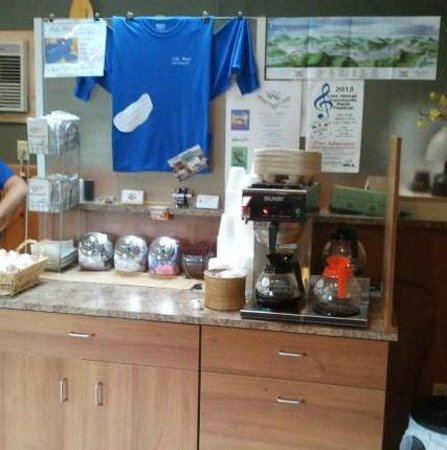 Lake Motel: Free coffee!
