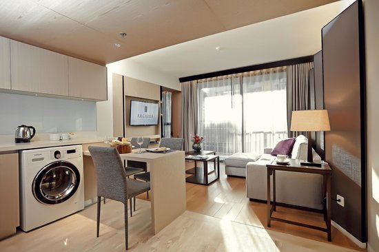 Arcadia Suites Bangkok: Two Bedroom Suite : Living Space