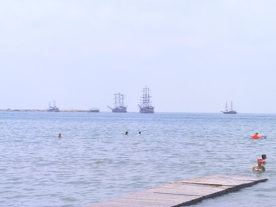 Palmiya Apartments: Pirate ships