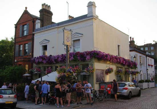 Photo of Bar Ladbroke Arms at 54 Ladbroke Rd, London W11 3NW, United Kingdom