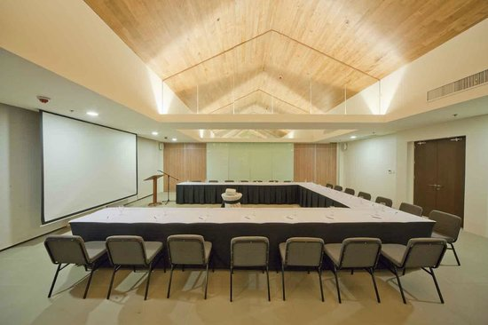 Fairways & Bluewater: conference room