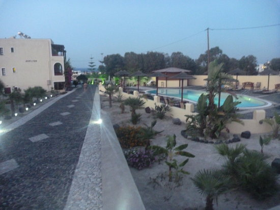 Horizon Resort: Hotel and pool area