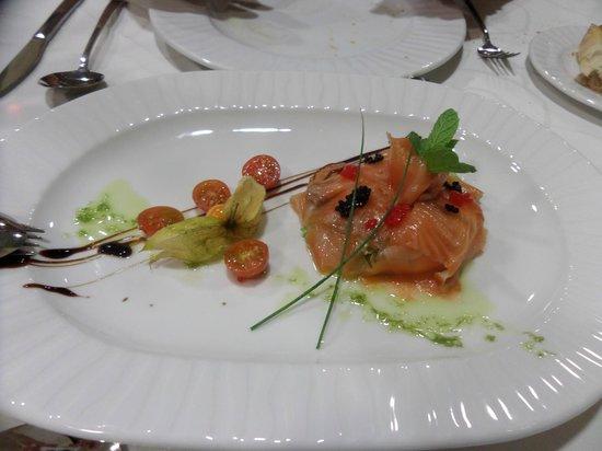 Hotel La Bastida: ensalada de salmon con agucate