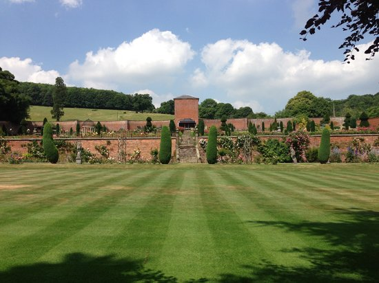 Hopton Hall Gardens: getlstd_property_photo